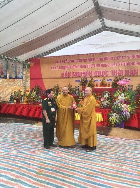 Le-an-vi-long-cot-Den-tho-Anh-Hung-Liet-Sy-Trung-doan-5-Yen-Tu-Quang-Ninh (14)