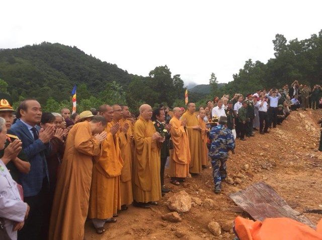 Le-an-vi-long-cot-Den-tho-Anh-Hung-Liet-Sy-Trung-doan-5-Yen-Tu-Quang-Ninh (21)