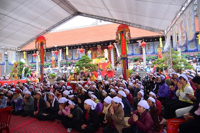 Thượng tọa Thích Quảng Minh chia sẻ tại buổi lễ cầu siêu