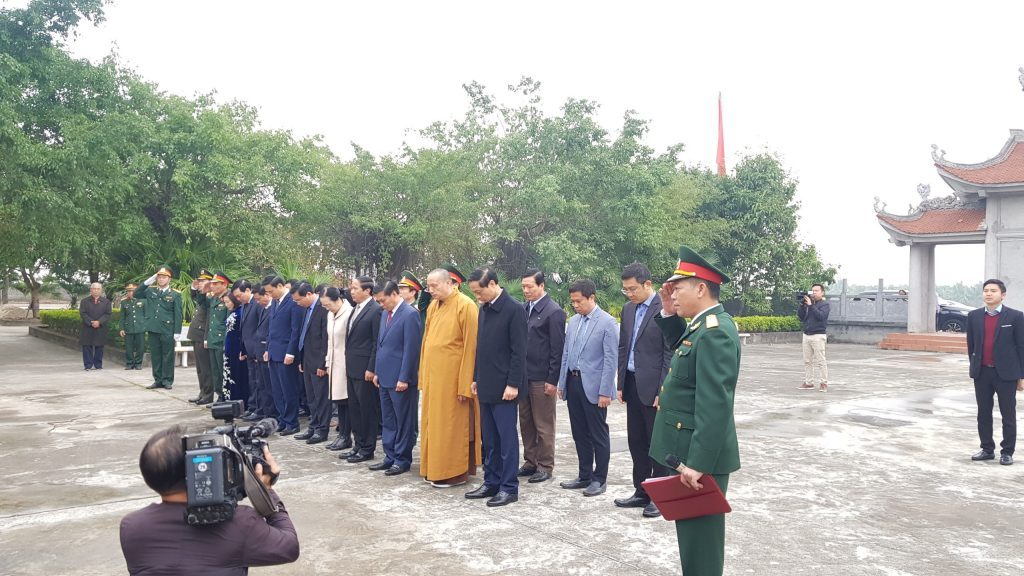 lanh-dao-thanh-pho-dang-huong-tai-den-tho-co-chu-tich-nuoc-ton-duc-thang (1)