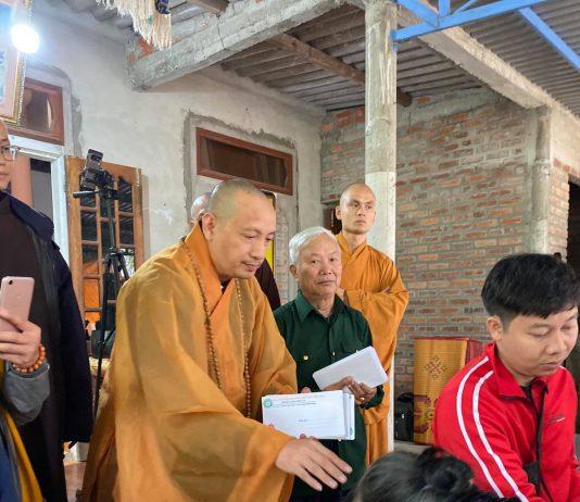 pg-huyen-tien-lang-trao-tang-1-300-suat-qua-cho-ba-con-vung-lu-tinh-quang-tri -2