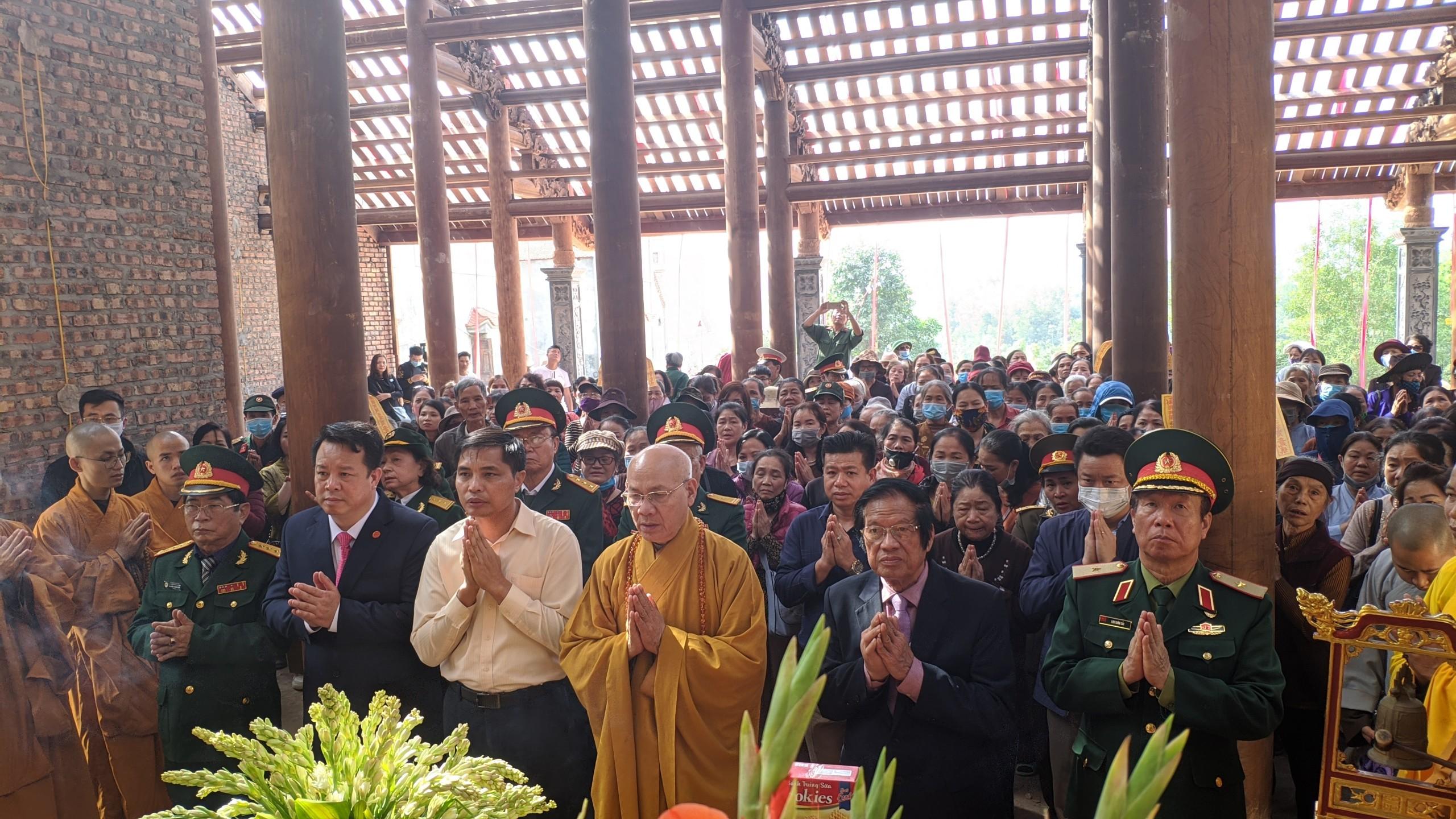 an-vi-long-cot-chua-ho-quoc-tai-khu-ghi-dau-su-kien-trung-doan-5-yen-tu (1)