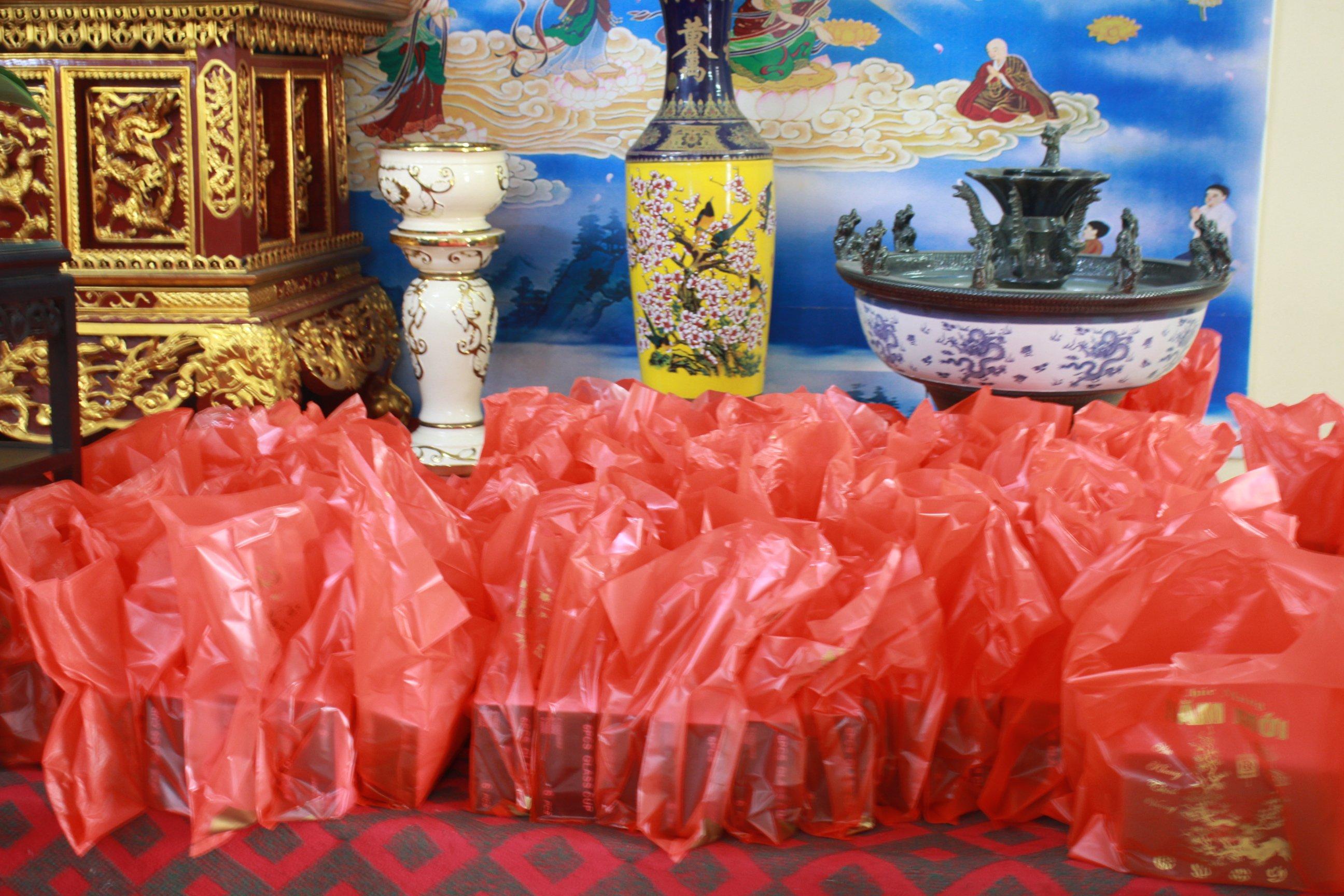 phat-giao-huyen-tien-lang-tang-qua-tet-cho-nguoi-ngheo-nhan-dip-tet-nguyen-dan (1)